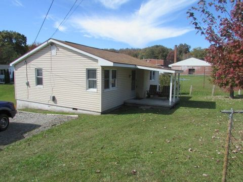 102 Pineyview Dr, Piney View, WV 25906