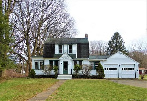 Photo of 39 Leonard Rd, Middlebury, CT 06762