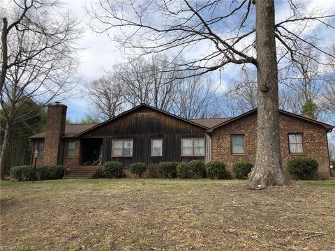 4556 Alliance Church Rd, Pleasant Garden, NC 27313
