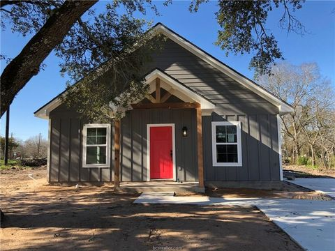Photo of 804 Henderson St, Bryan, TX 77803