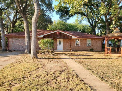 Photo of 2103 Saunders St, Gatesville, TX 76528