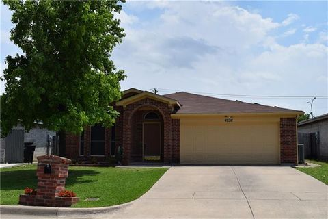 Photo of 4252 Iris Ave, Fort Worth, TX 76137