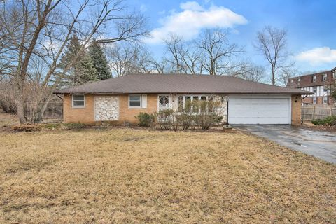 Photo of 9425 S 86th Ct, Hickory Hills, IL 60457