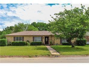 Photo of 301 Se Gardens Blvd, Burleson, TX 76028
