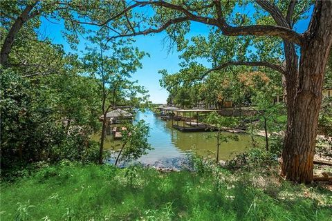 Photo of 4003 Pueblo Ct, Granbury, TX 76048