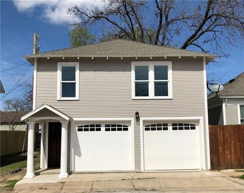 Photo of 1028 W Baltimore Ave, Fort Worth, TX 76110