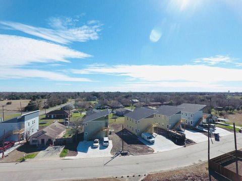 Photo of 1300 Hausman Dr Unit B, Lockhart, TX 78644