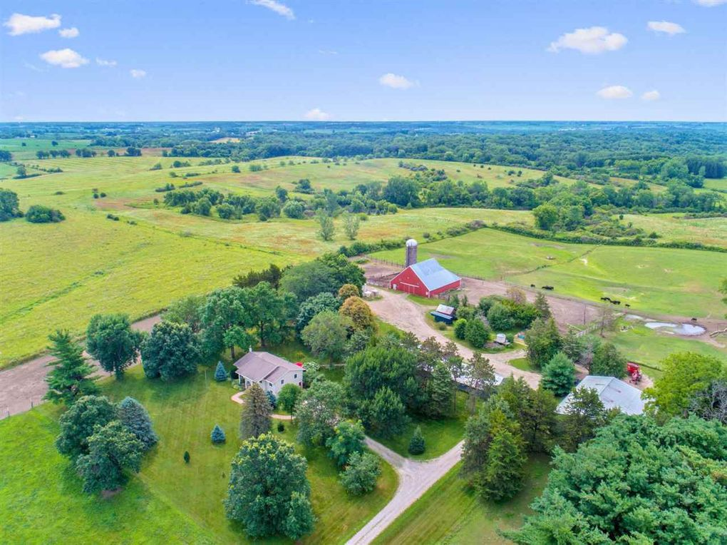 2045 260th St NW Oxford, IA 52322