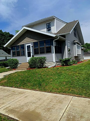 Photo of 2410 George St, La Crosse, WI 54603