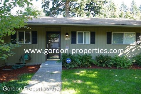 Photo of 1424 Ne 195th Ave, Portland, OR 97230