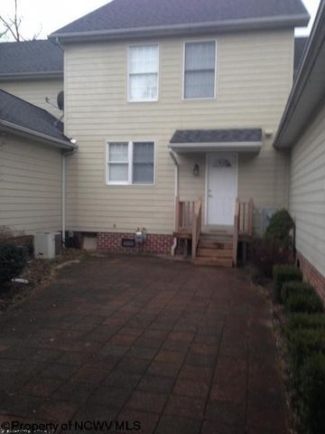 202 St Andrews Dr, Morgantown, WV 26508
