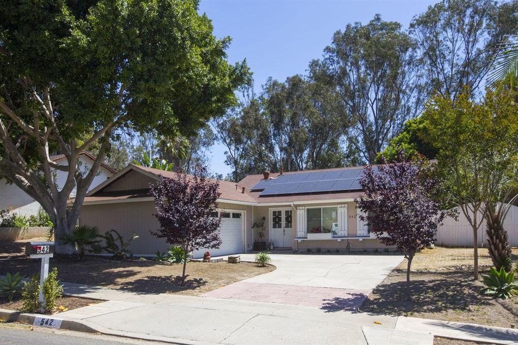542 Collyn St, Vista, CA 92083