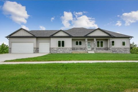 Photo of 572 Thunder Ridge Rd, Pella, IA 50219