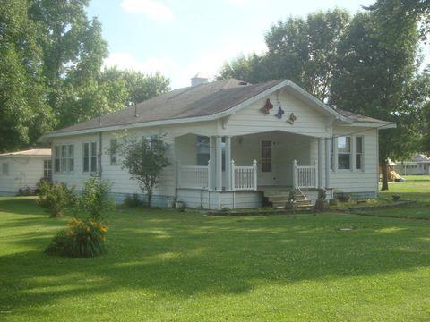 201 E Clinton Ave, Patoka, IL 62875