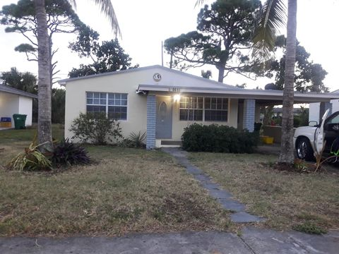 Photo of 1061 W 4th St, Riviera Beach, FL 33404