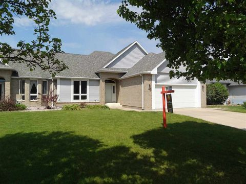 107 Red Apple Dr, Janesville, WI 53548