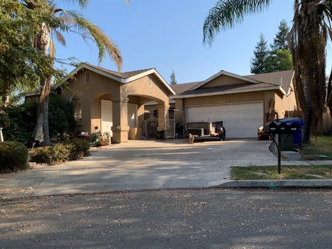 2024 N Matthew Ct, Farmersville, CA 93223