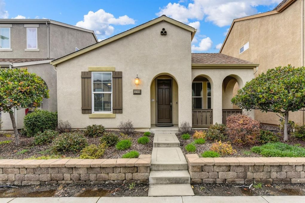 3209 Village Center Dr, Roseville, CA 95747