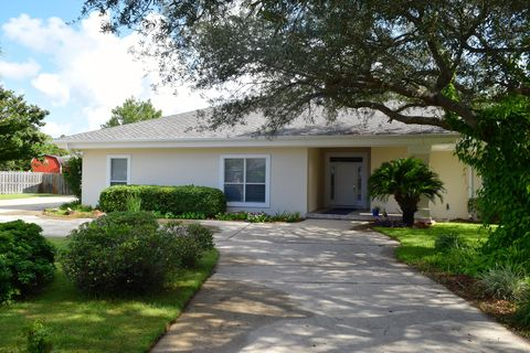 Phenomenal Waterfront Homes For Sale In Navarre Fl Realtor Com Home Interior And Landscaping Oversignezvosmurscom