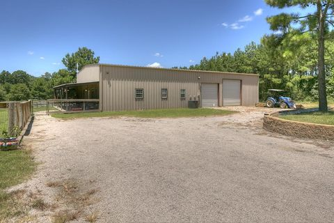 769 Big Woods Rd, New Waverly, TX 77358