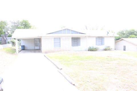 Photo of 211 S Rice St, Lampasas, TX 76550
