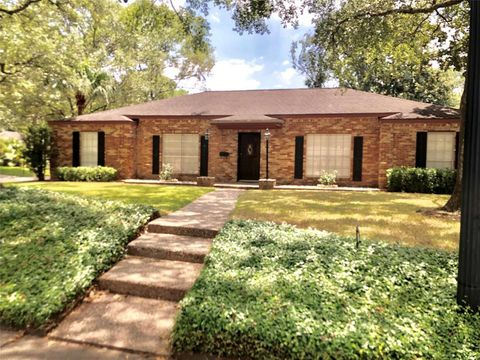 Photo of 10003 Briar Forest Dr, Houston, TX 77042