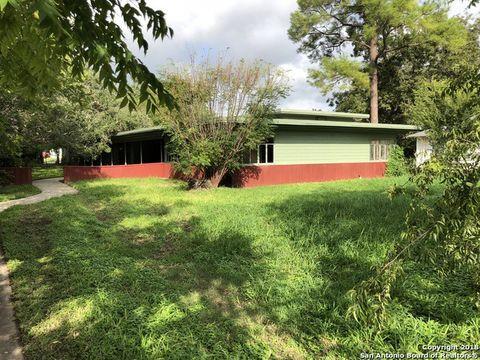 Photo of 614 N Main St, Pleasanton, TX 78064