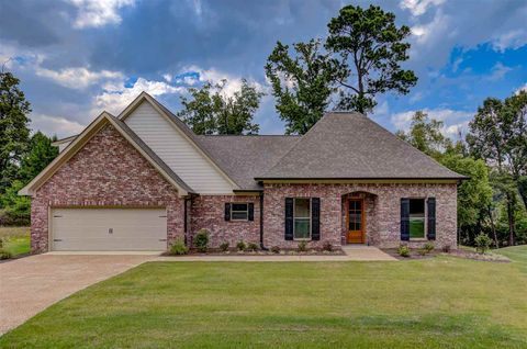 Photo of 214 Brighton Dr, Clinton, MS 39056