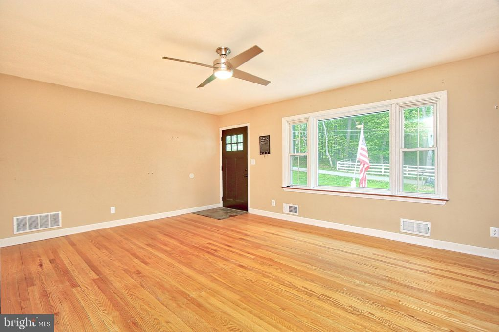 13206 Maple Grove Ave, Reisterstown, MD 21136