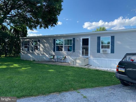 4 Green Acres Trailer Ct, Lebanon, PA 17046