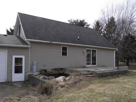 Photo of 29536 Allens Grove Rd, Dixon, IA 52745