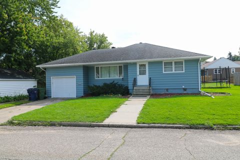 Photo of 110 9th Ave Nw, Watertown, SD 57201