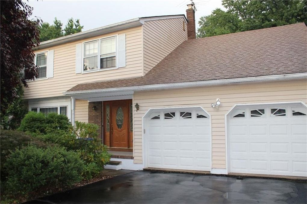 4 Burlington Ct, Edison, NJ 08820