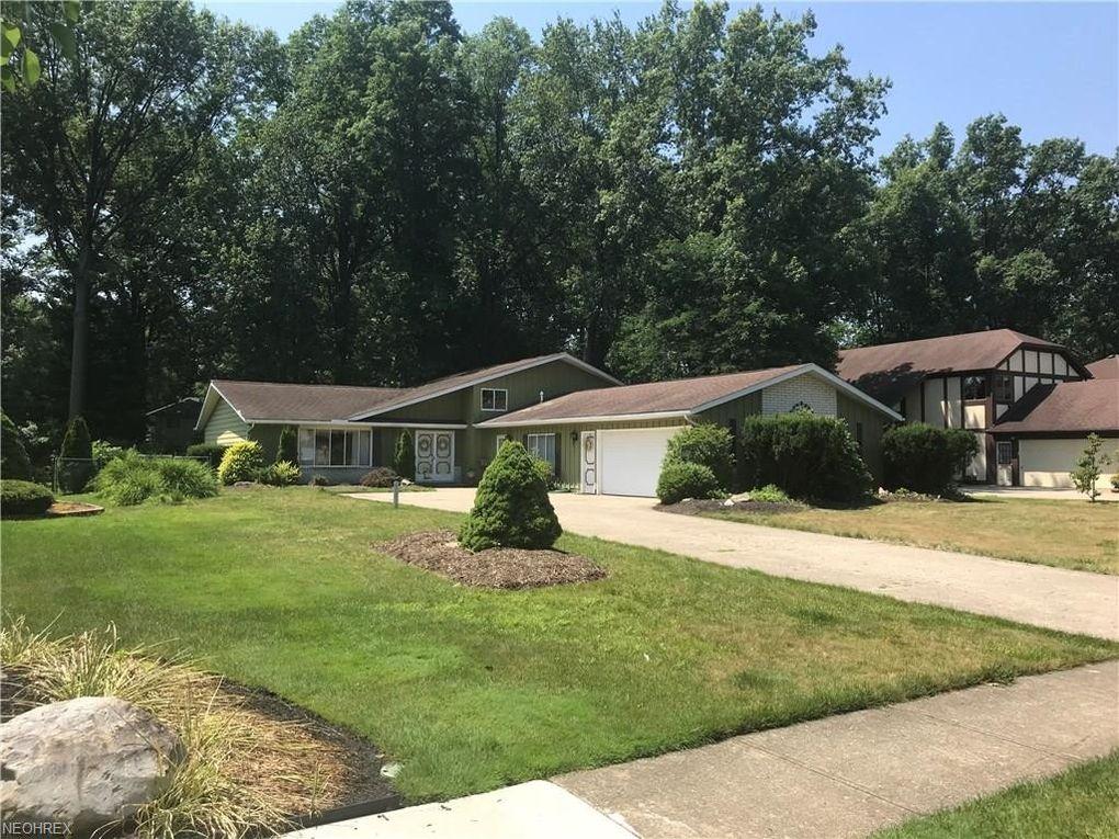 27445 Pineview Dr, Westlake, OH 44145 - realtor.com®