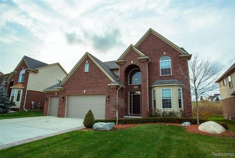 Photo of 4802 Catalina Dr, Orion Township, MI 48359