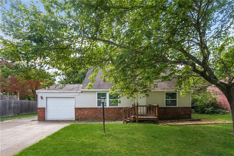 Photo of 11417 E Stoeppelwerth Dr, Indianapolis, IN 46229