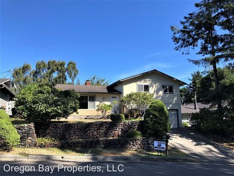 Photo of 3627 Spruce St, North Bend, OR 97459