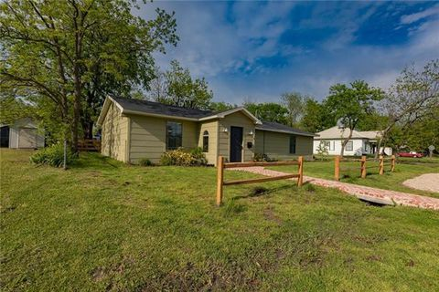 Photo of 141 E Mc Kinney Ave, Cooper, TX 75432