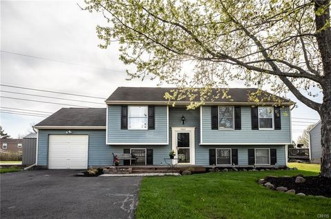 Photo of 7807 Anadale Ln, Liverpool, NY 13090