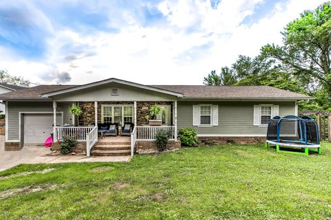Photo of 834 Summitt St, Jellico, TN 37762