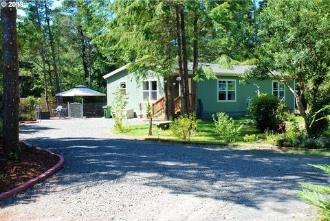 Photo of 4834 Rhododendron Loop, Florence, OR 97439