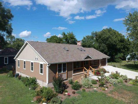 Photo of 405 E 7th St, Delavan, IL 61734