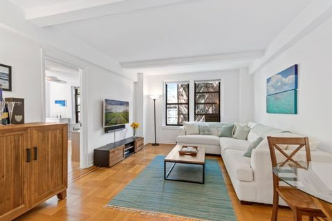 Photo of 123 W 93rd St Apt 4 A, New York, NY 10025