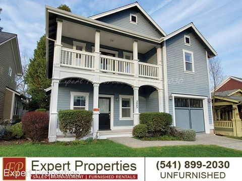 Photo of 225 Cottage St, Jacksonville, OR 97530