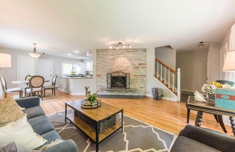 Photo of 2130 N 114th St, Wauwatosa, WI 53226