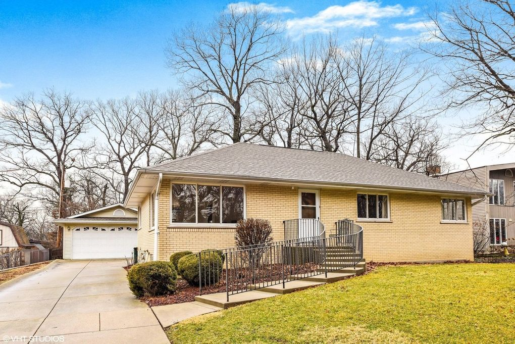 313 Pine St, Willow Springs, IL 60480
