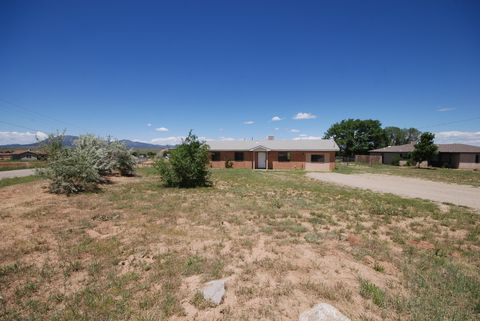 Photo of 110 Aspen Rd, Edgewood, NM 87015