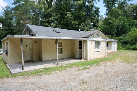 201 Dix Creek One Rd, Leicester, NC 28748