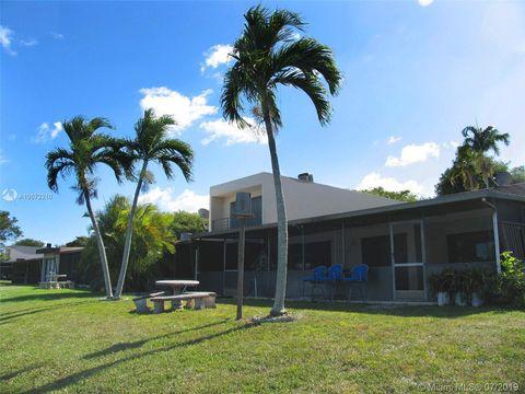 Photo of 19611 W Lake Dr Unit 19611, Hialeah, FL 33015