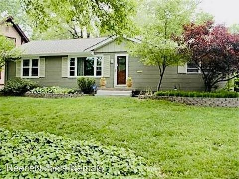 Photo of 5222 Buena Vista St, Roeland Park, KS 66205
